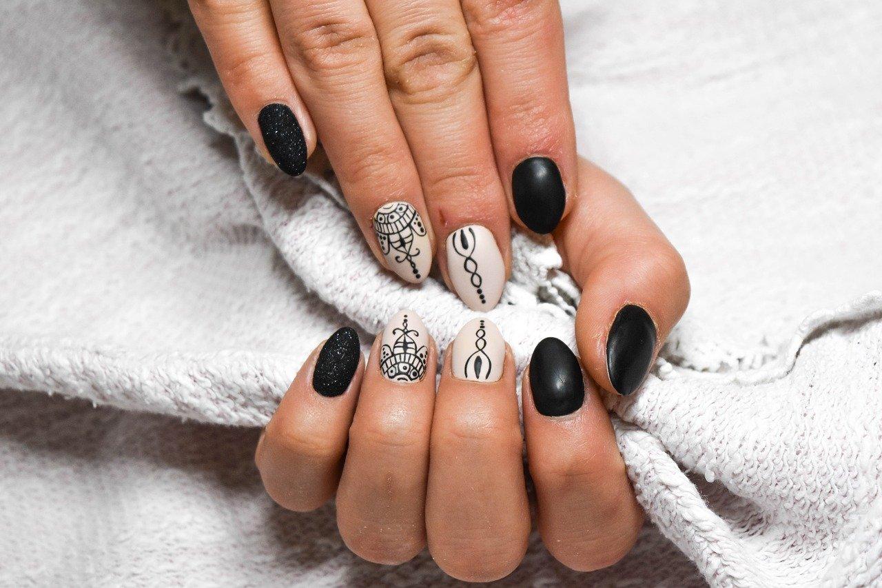 Jak pomalowac paznokcie by nie zlamac krolewskiej etykiety